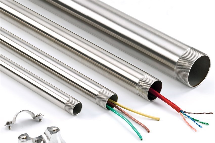 how-to-cut-and-thread-stainless-steel-conduit-by-electrix_Article-LG.jpg