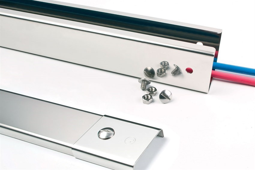 how-to-cut-stainless-steel-trunking-V2.jpg